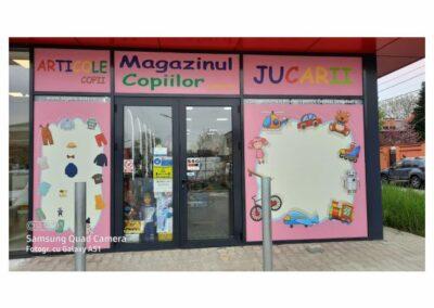 Colantare geamuri magazin de copii